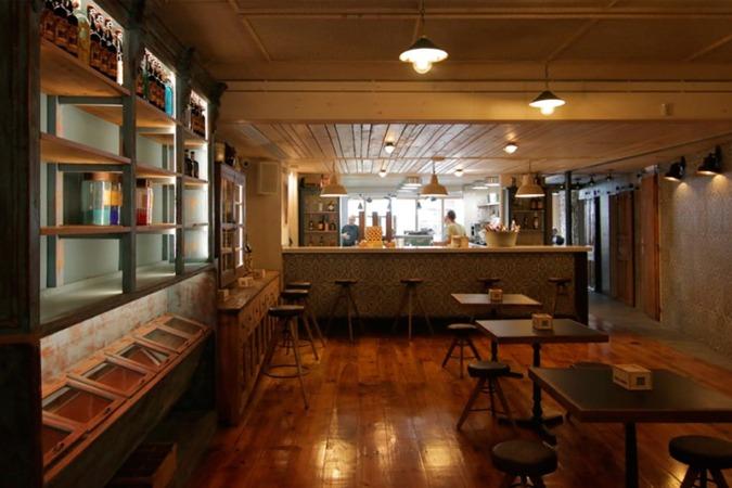 La Droguería en un nuevo espacio de gastronomía, y actividades culturales en Puente la Reina.