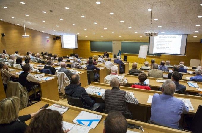 Jornada de formación para 70 accionistas de Caixabank en Pamplona