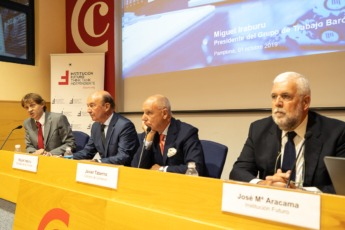 De izda. a dcha., Mikel Benet (NavarraCapital.es), Iraburu, Taberna y Aracama.