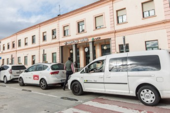 estacion-tren-pamplona-taxi1