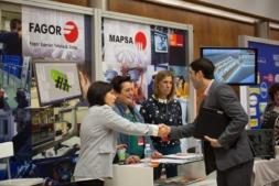 Los stands de Fagor y Mapsa, dos de las empresas presentes en la feria de la UPNA.