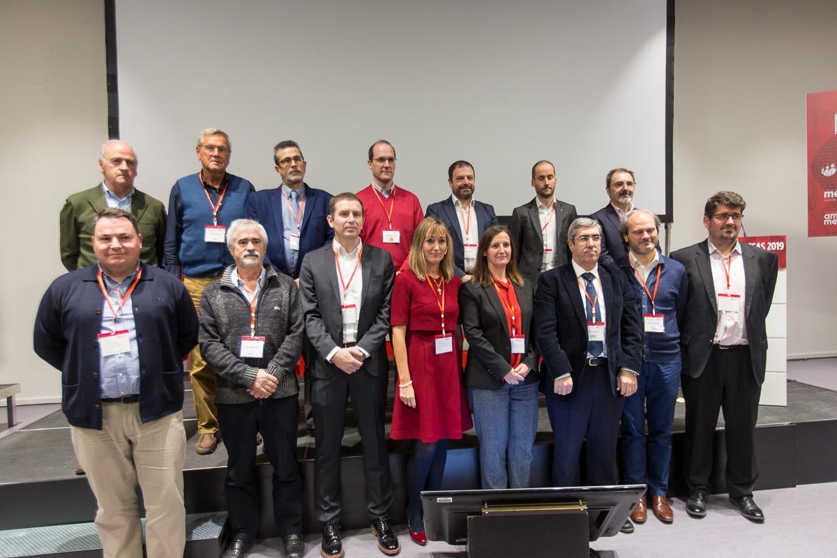 Foto de Familia de las empresas y coaches reconocidos en el 'III Foro de Empresas' de Fundación Industrial de Navarra (FOTOS: Víctor Rodrígo)