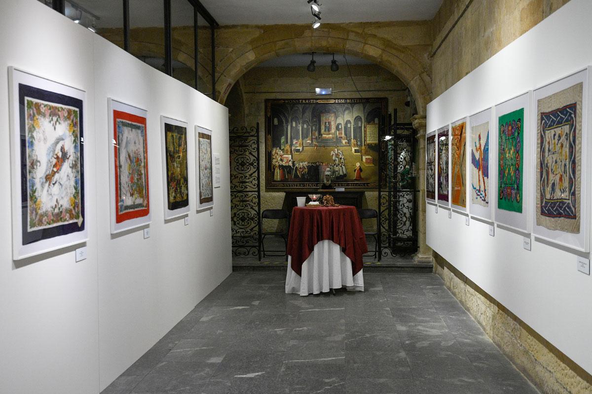 Exposición 'La Exposición 'Elegante Montaña – Foullar della Montagne' en el Euskal Museoa Bilbao Museo Vasco.