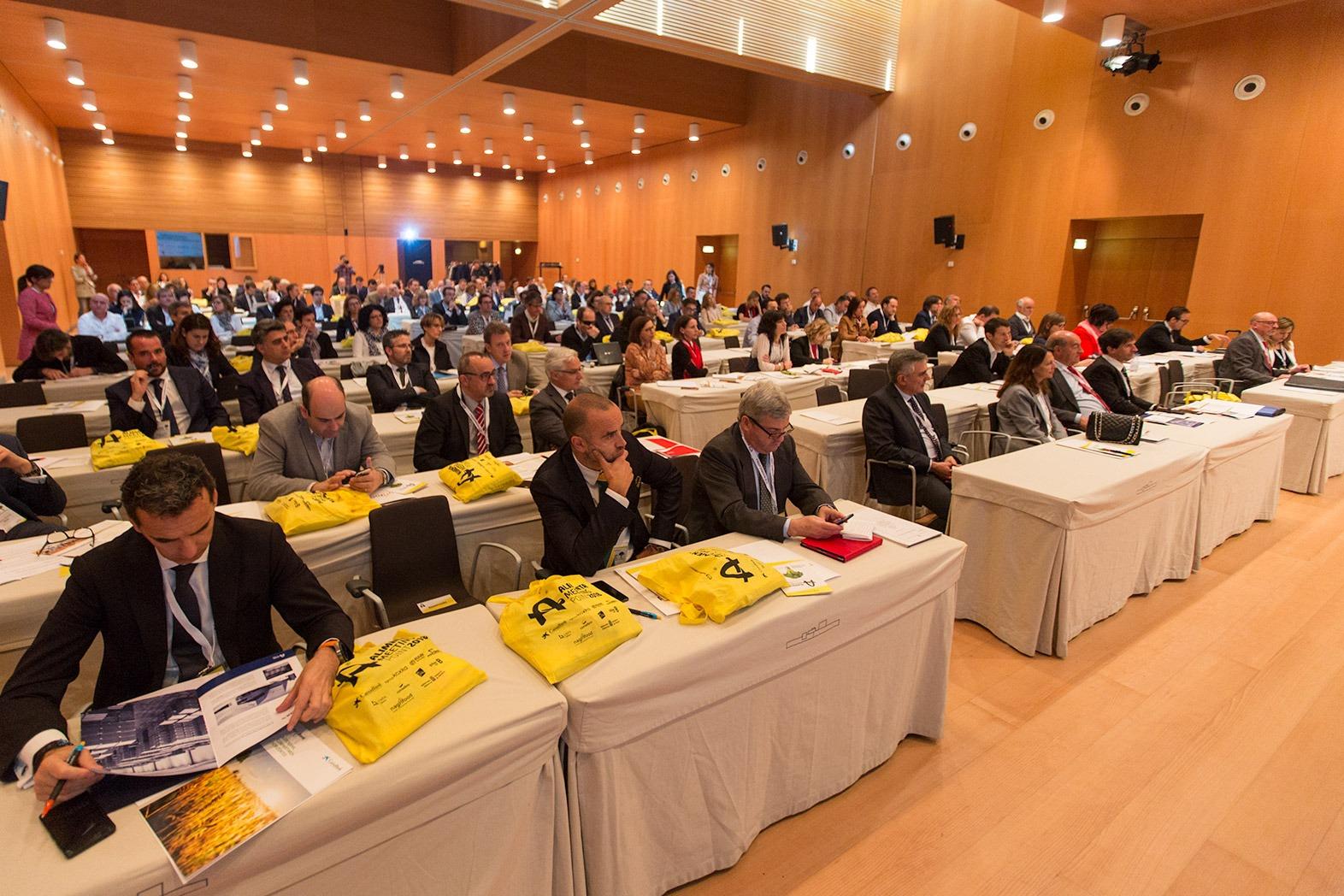 Profesionales del sector agroalimentario, en el inicio del congreso Alimenta Meeting Point en Baluarte.