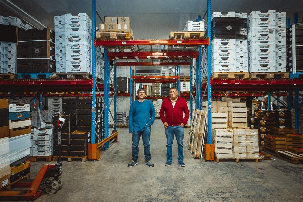 Xabier Mendia y Pedro Gumiel en la planta central de Gumendi.
