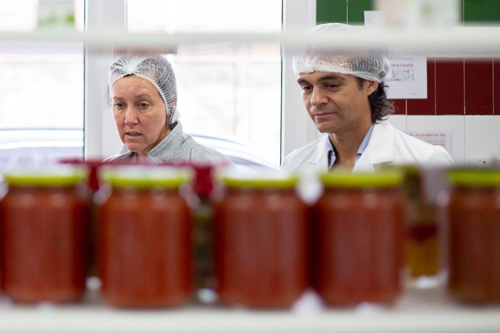 El CEO de Gvtarra, en el laboratorio de la compañía.