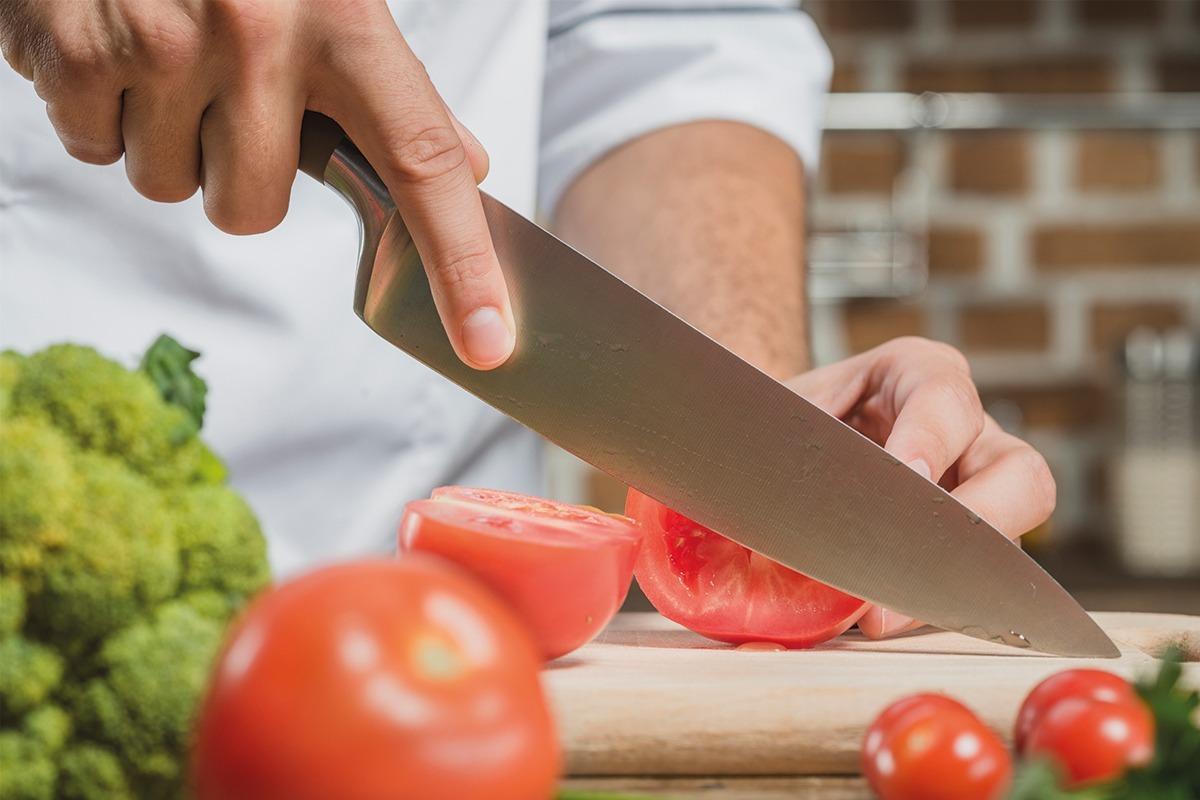 hablando-gastronomia-tomates-chef-cuchillo