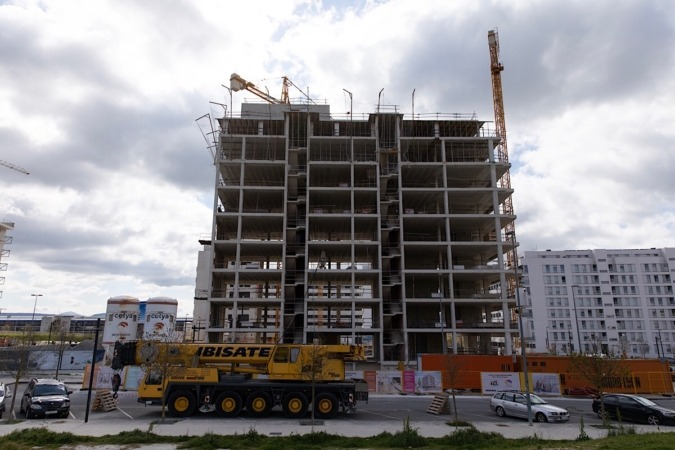 La construcción es uno de los sectores que ha parado tras las nuevas directrices del Gobierno central. (Foto: Maite H. Mateo)
