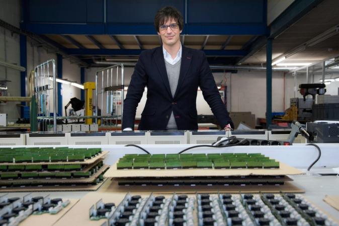 En las instalaciones de su empresa, Íñigo Ayerra, CEO de IED Electronics. (FOTOS: David Muñiz y Víctor Rodrigo)