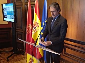 El ministro Iñigo de la Serna en un momento de su intervención en la Delegación del Gobierno en Pamplona.