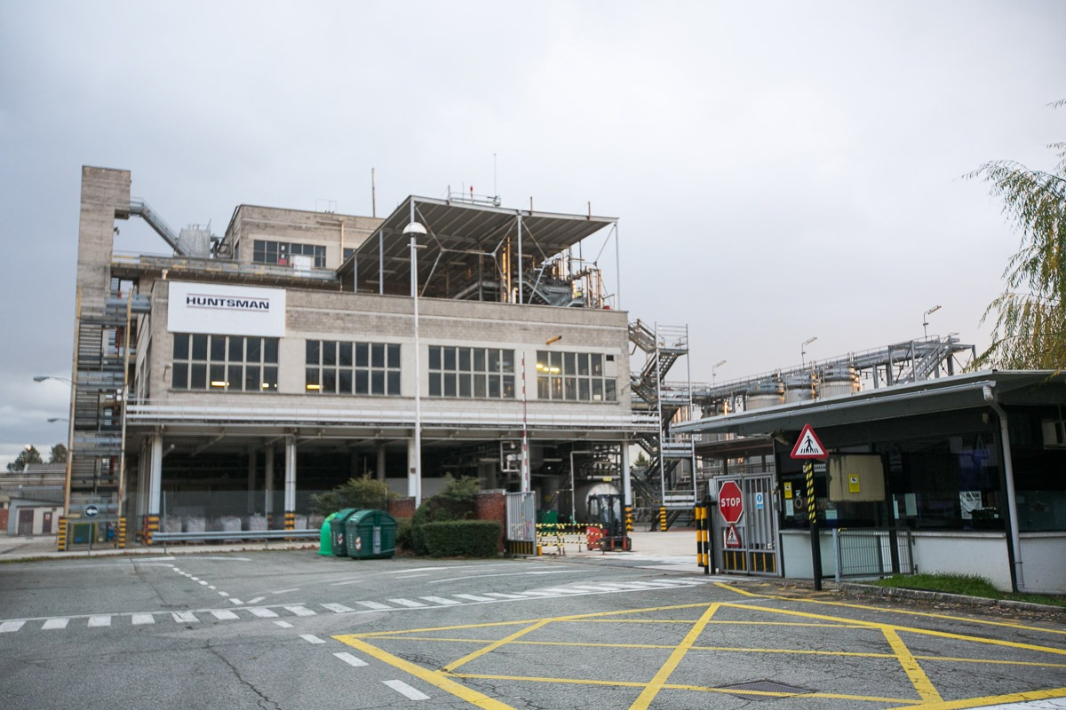 Imagen exterior de la factoría Hunstman en Pamplona. (FOTO: Victor Rodrígo).
