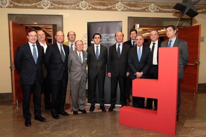Foto de familia de los responsables de Institución Futuro junto a José María Álvarez-Pallete, presidente de Telefonica (FOTO: Javier Ripalda).