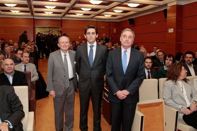 José León Taberna presidente de Institución Futuro junto a José María Álvarez-Pallete y José Antonio Sarría en uno de los últimos encuentros organizados por el think tank navarro (FOTO: Javier Ripalda)
