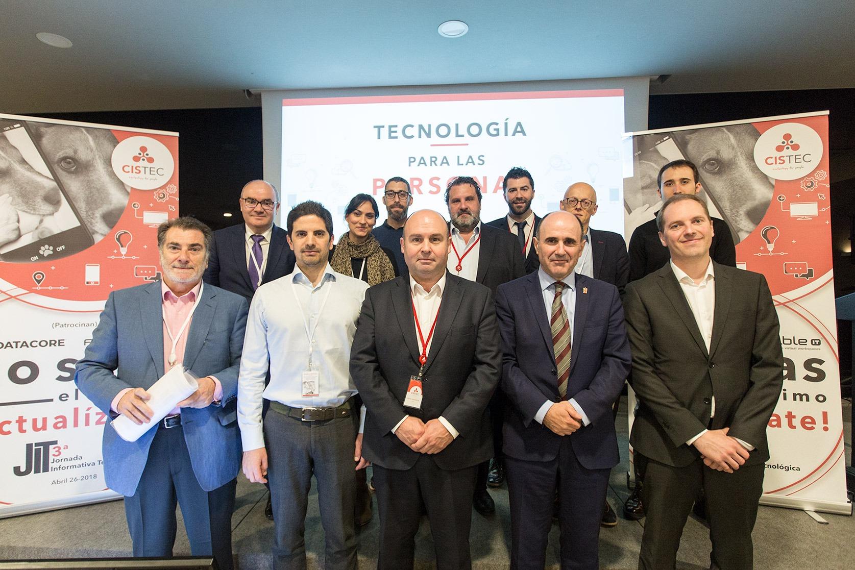 Foto de familia de los participantes y promotores de JIT 2018 (FOTO: Víctor Rodrígo)