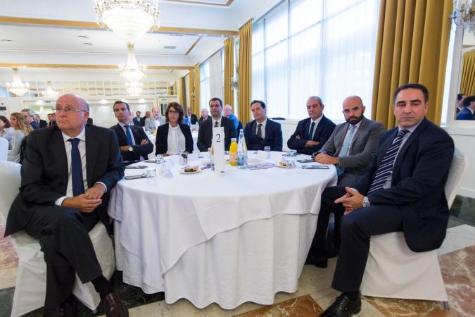 Cerca de un centenar de empresarios, profesionales y directivos navarros han acudido a esta edición de los desayunos de NavarraCapital.es