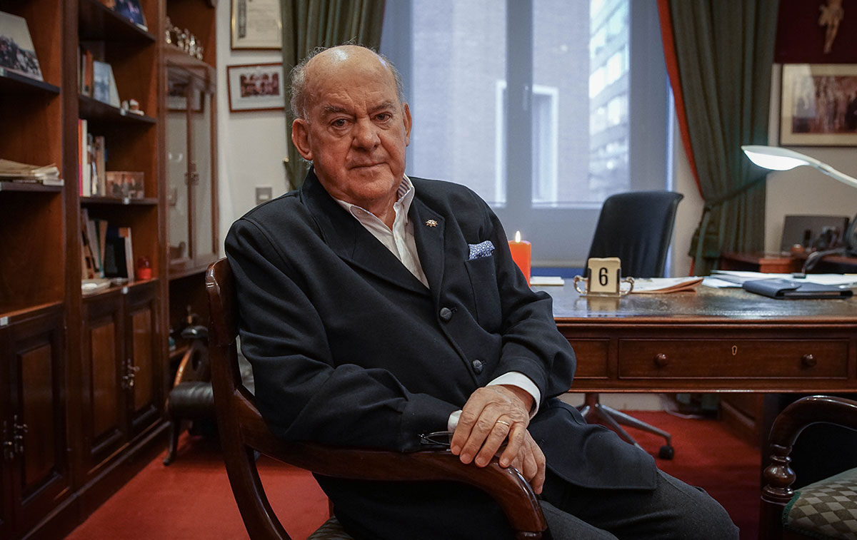 Juan Antonio Sagardoy, en el despacho del bufete madrileño que fundara en 1980.