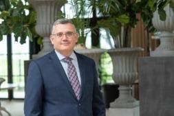 Juan Goñi, director general de Cinfa, fotografiado en los salones del Hotel Pamplona El Toro.