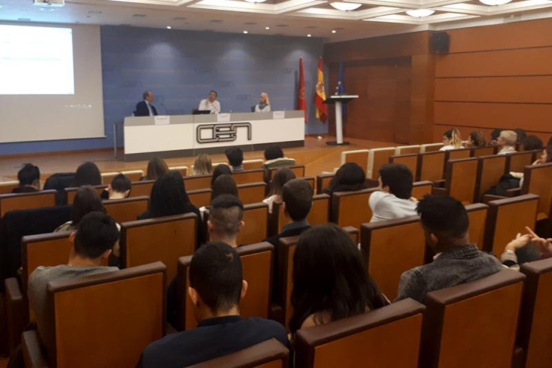 Mesa de apertura con José Manuel Olivar (CEN), Carlos Mangado (empresario) y María Jesús Pujol (CEIN).