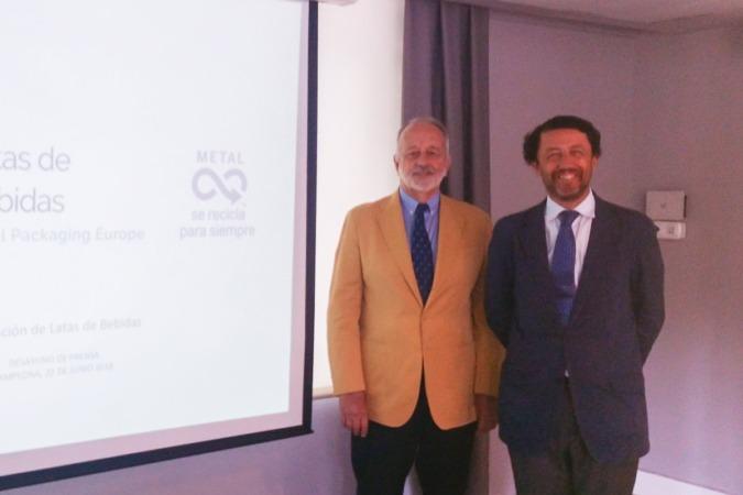 El presidente de la Asociación de Latas de Bebidas, Santiago Millet y su director, Miguel Aballe.