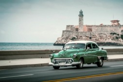 El Malecón habanero ha sido testigo de la vida de los cubanos desde principios del siglo XX.