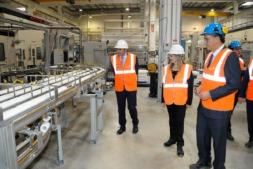Imagen del vicepresidente Manu Ayerdi en una reciente visita a la planta de Sofidel en Buñuel.