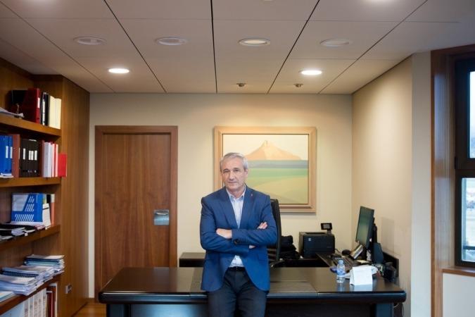 El consejero de Hacienda y Política Financiera, Mikel Aranburu, fotografiado en su despacho. (FOTO: Ana Osés).