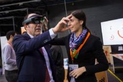 El vicepresidente foral, Manu Ayerdi, entre los asistentes al showroom organizado con motivo del Día de la Industria de Navarra.