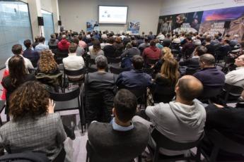 Hubo una gran asistencia durante todo el Día de la Industria Navarra. (Foto: Víctor Rodrígo)