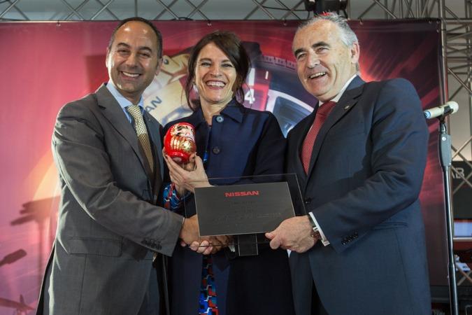 De I a D: Marco Toro (consejero y director general de Nissan Iberia); Marta Aramburu, (gerente de Unsain Motor Tudela);  y Francisco Esparza (presidente de Unsain Grupo). (FOTO: Víctor Rodrígo).