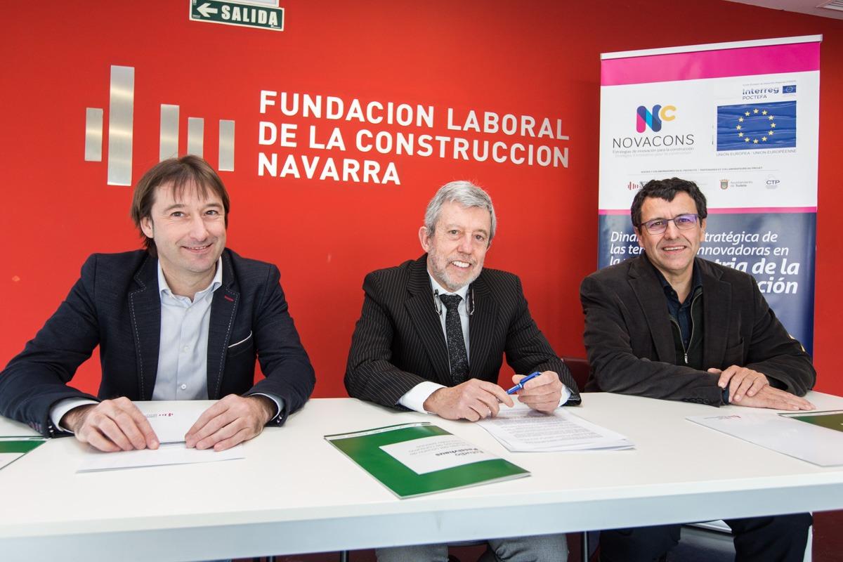 De I a D: Koldo Monreal (Onhaus); Juan Las Navas (FLC-Navarra) y Luis Antonio Martínez (Passivhaus Consultores). (FOTOS: Víctor Rodrígo).