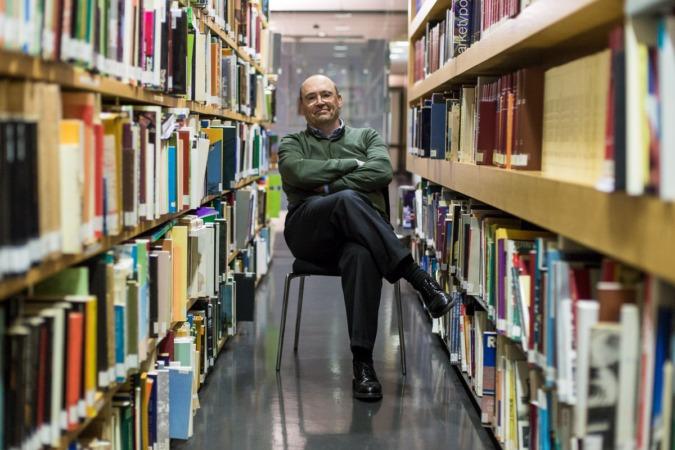 Patxi Mangado, fotografiado en la biblioteca del Colegio de Arquitectos.
