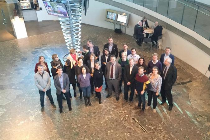 La delegación navarra posa junto al resto de los asistentes a la reunión celebrada en el Ayuntamiento de Londres.