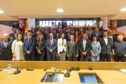 Foto final de familia de los organizadores, patrocinadores, colaboradores y participantes en el II Ribera Fórum. (FOTOS: Víctor Rodrigo)