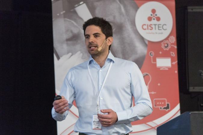 Un momento de la intervención de Roger Albinyana este mediodía en el JIT-2018 de CISTEC technology (FOTOS: Víctor Rodrigo)