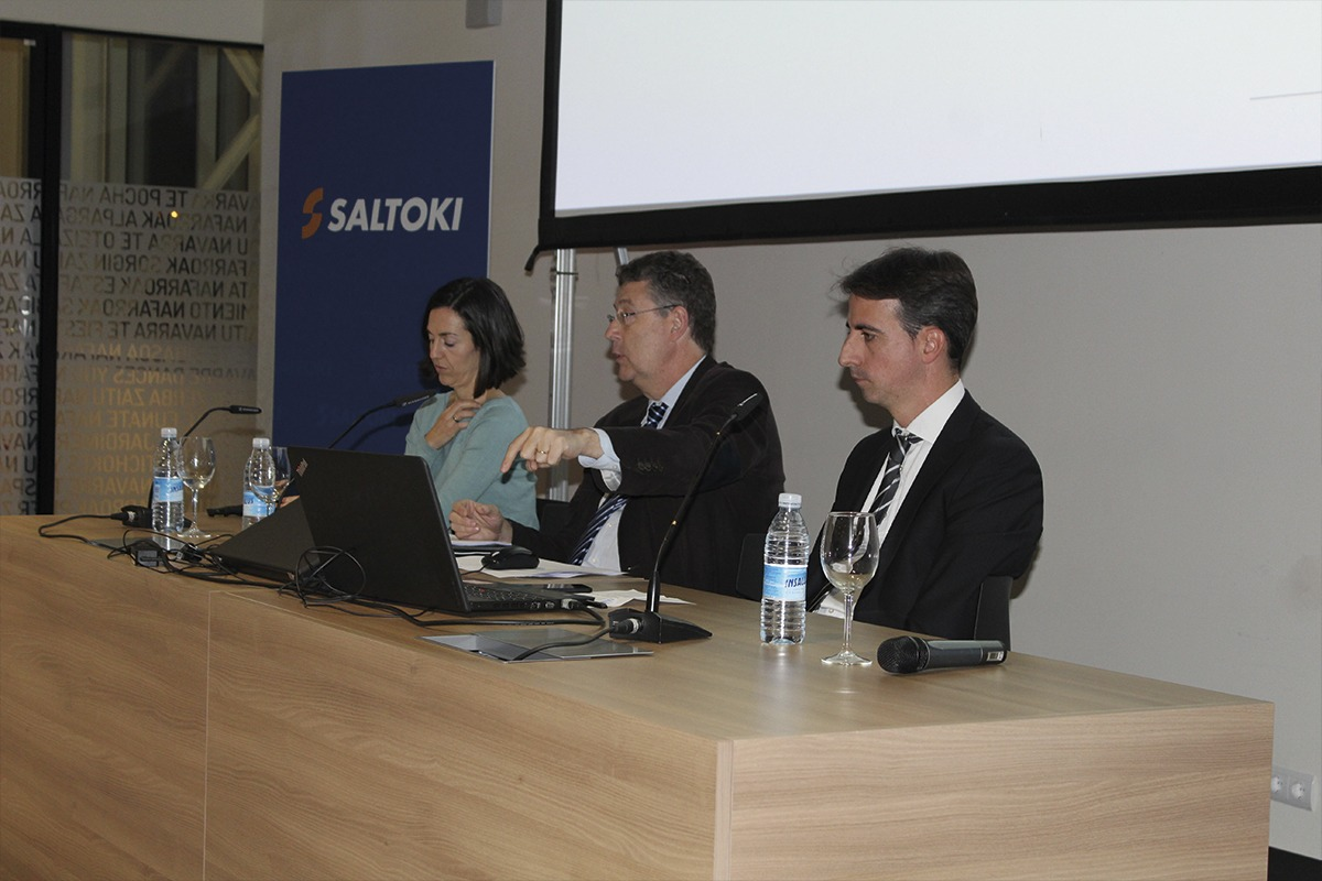 Silvia Baines Zugasti, José María Gimeno Feliu e Íñígo Sánchez Semberoiz, del departamento de Ingeniería de Saltoki.