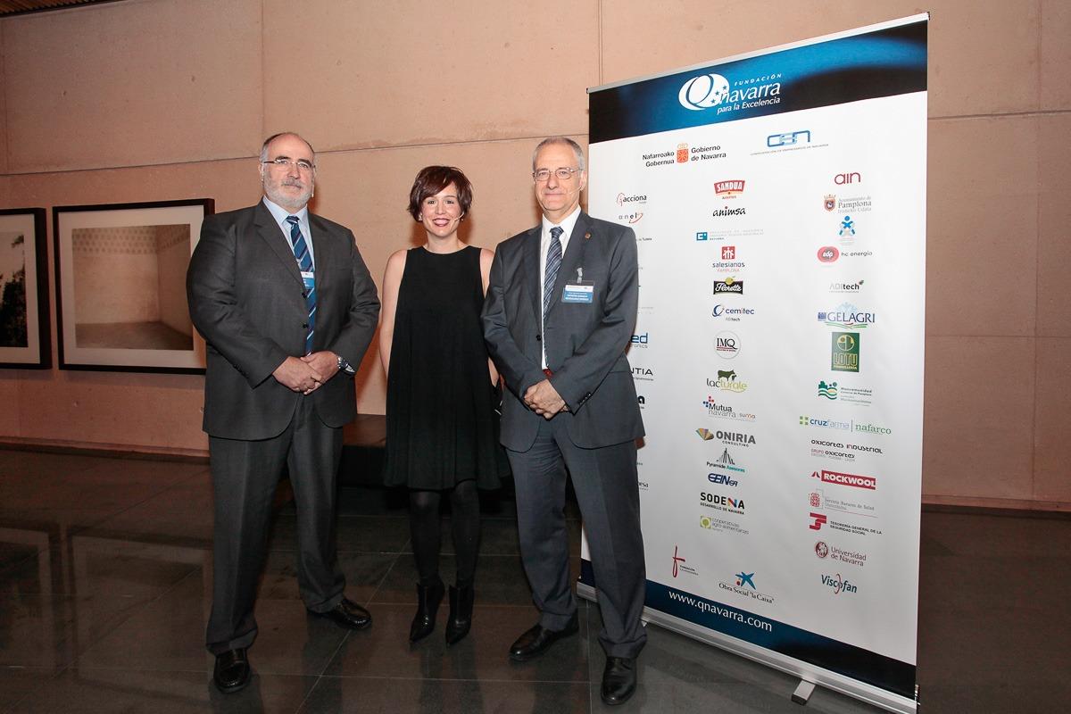 Raúl Musitu de Sumelec; Ana Goyen, de Ingeteam; y Jose Ignacio Larretxi de Siemens Gamesa. (FOTOS: Javier Ripalda)
