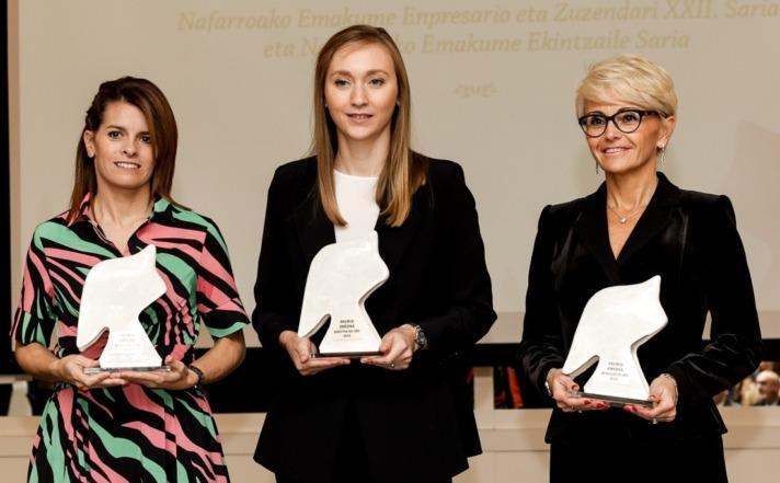 Silvia Ezquerra (derecha), en la entrega del Premio Empresaria Navarra 2019.