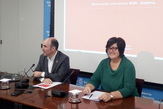 Manu Ayerdi y la directora gerente de Sodena, Pilar Irigoien.