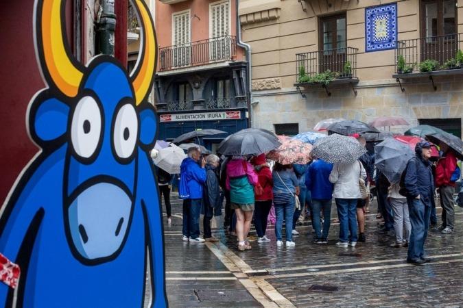 Grupo de turistas durante una visita a Pamplona. (FOTO: Víctor Rodrígo).