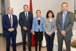 De izda. a dcha.: El vicepresidente Ayerdi, Tacke, la Presidenta Barkos, García y Cortajarena.