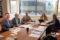Imagen del encuentro celebrado entre los representantes canadienses y las autoridades forales.