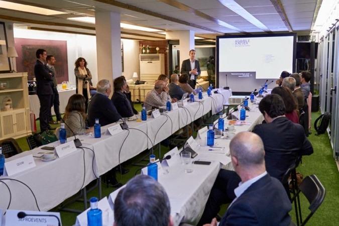Javier Lacunza, director – gerente de Baluarte durante la presentación en AEVEA. (FOTO: John Ribes)
