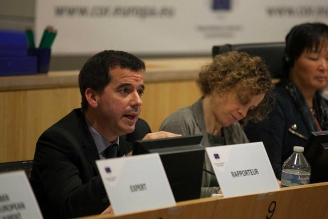 Mikel Irujo, Bruselas