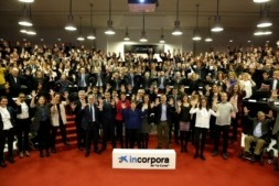 20170223 Incorpora Navarra foto asistentes manos 10 años