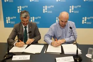 Alfonso Carlosena y José Mª Aierdi en la firma