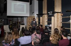 Javier Vidorreta presentando Be Unique ante los asistentes al evento.