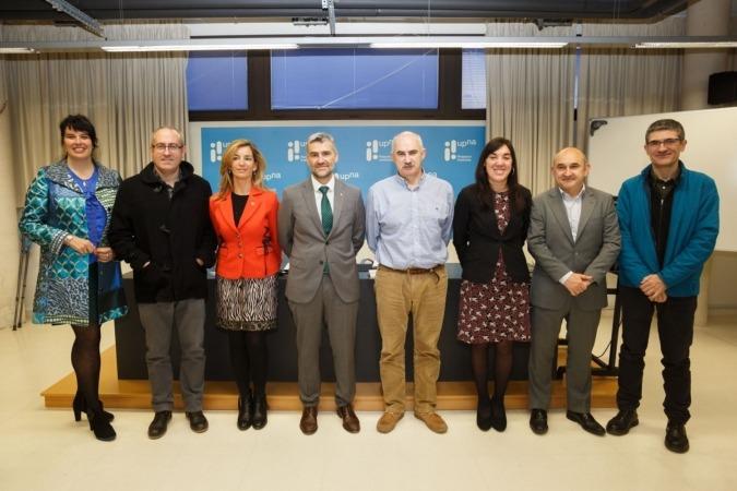 Representantes de las dos instituciones y de los institutos de investigación de la UPNA.