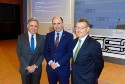 José Antonio Sarría, Manu Ayerdi y Santiago Garcia-Milà en la jornada CEN