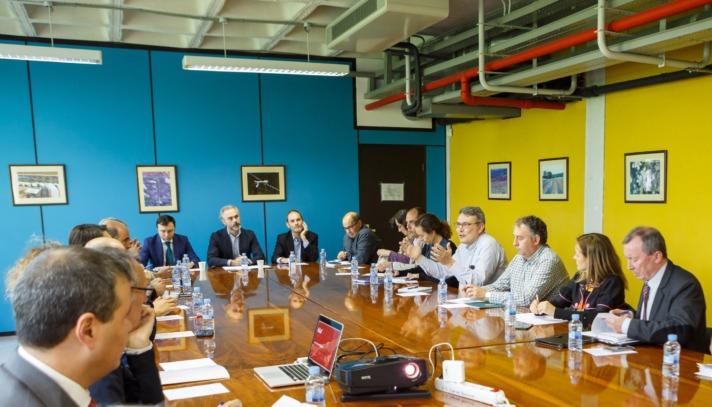 Imagen de la última sesión del Consejo Social de la UPNA con Jesús Arroyo (1.º izq., de frente) y Diego Cenzano (3º. izq., de frente).