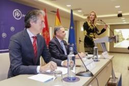 En primer plano, Iñigo de la Serna durante un reciente encuentro del PPN sobre el TAV celebrado en Pamplona.
